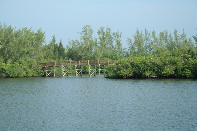 Round Island Riverside Park Is The Developed Northern Side Of This Trail Site Complex Comprising Two Adjoining Properties Has Restrooms